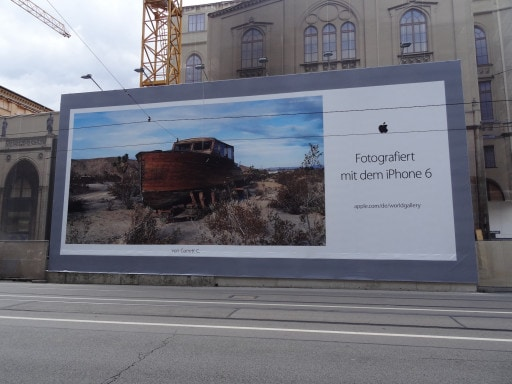 Großformatdruck an Werbefläche